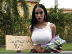 Latina selling quenepas with extra