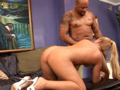 Whorish blondie Jasse Monroe gets fucked on the leather couch