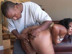 Plumpy ebony chick Jessica Allbutt blows cock on her knees