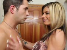 Kristal Summers gives blowjob and enjoys 69 position