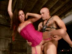 Svelte brunette babe Missy Stone blowjobs zealously