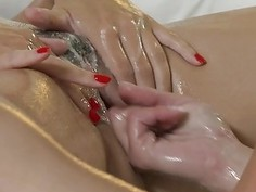 Salacios muff stroking and massage for dyke beauty