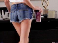 Teen Dakota Skye tough by stepmom to love anal sex